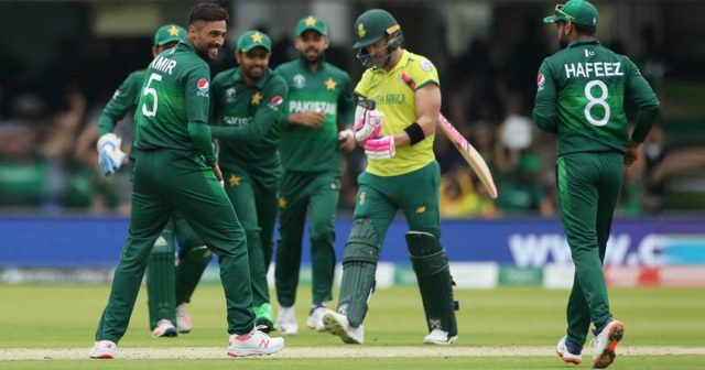 Pakistan coach Mickey Arthur shows sympathy for the poor Proteas