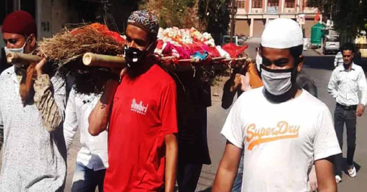 India: Muslim men performs last rites of Hindu woman as relatives feared  corona