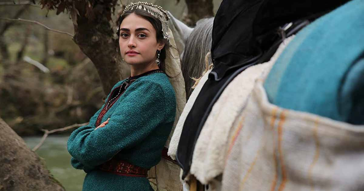 Pakistani fans school Esra Bilgic, 'Halime' of Ertugrul for western clothing